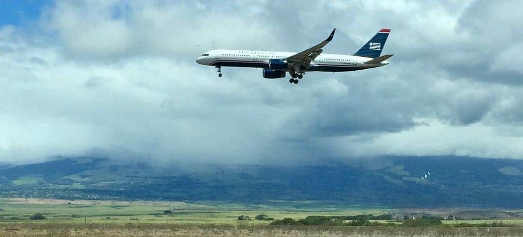 airplane coming in to Maui