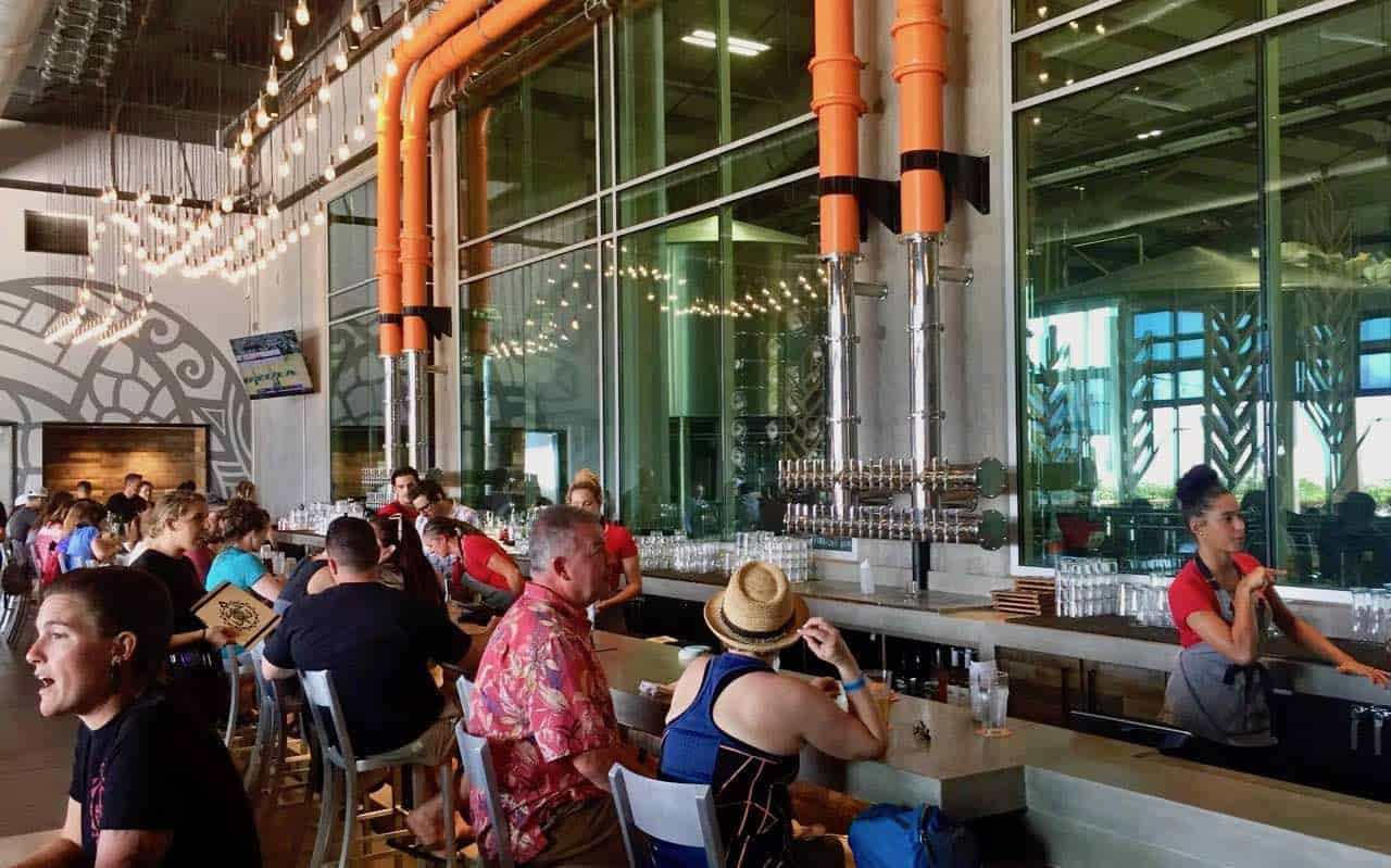 maui brewing co bar restaurant
