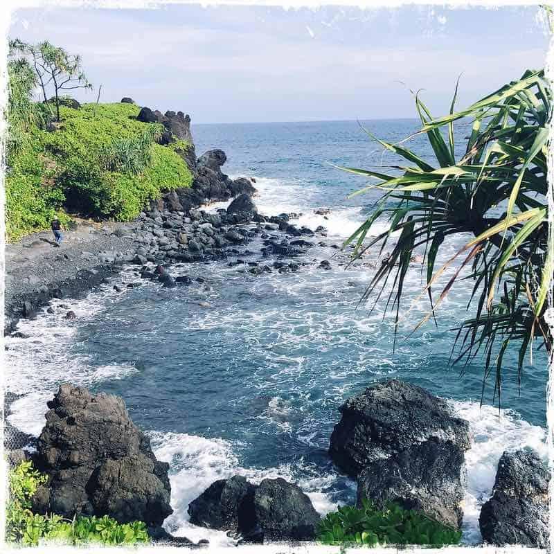 waianapanapa shoreline