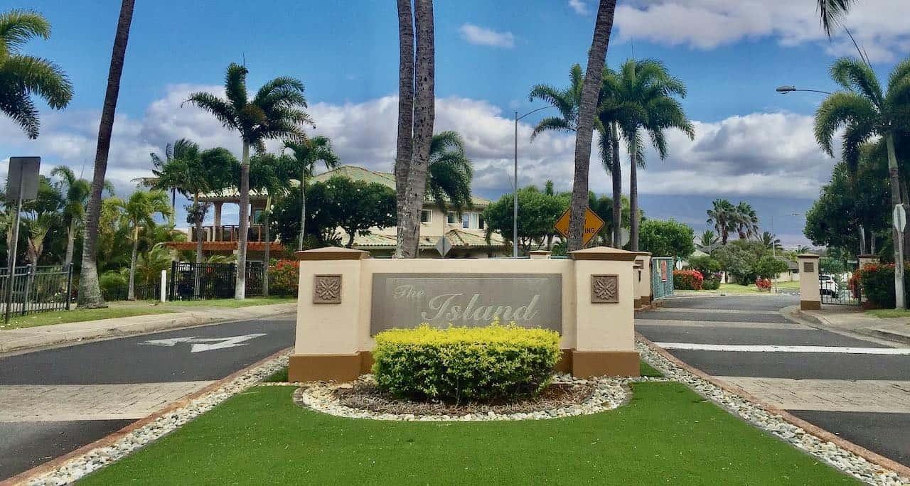 entrance to The Island neighborhood Maui Lani